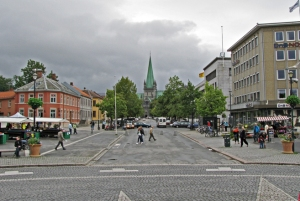 Nidarosdomen seen from the city square.